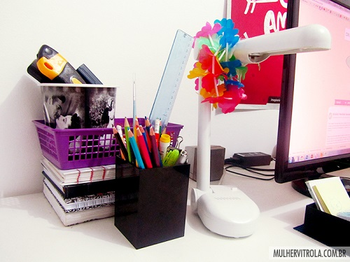 escritório mulher vitrola