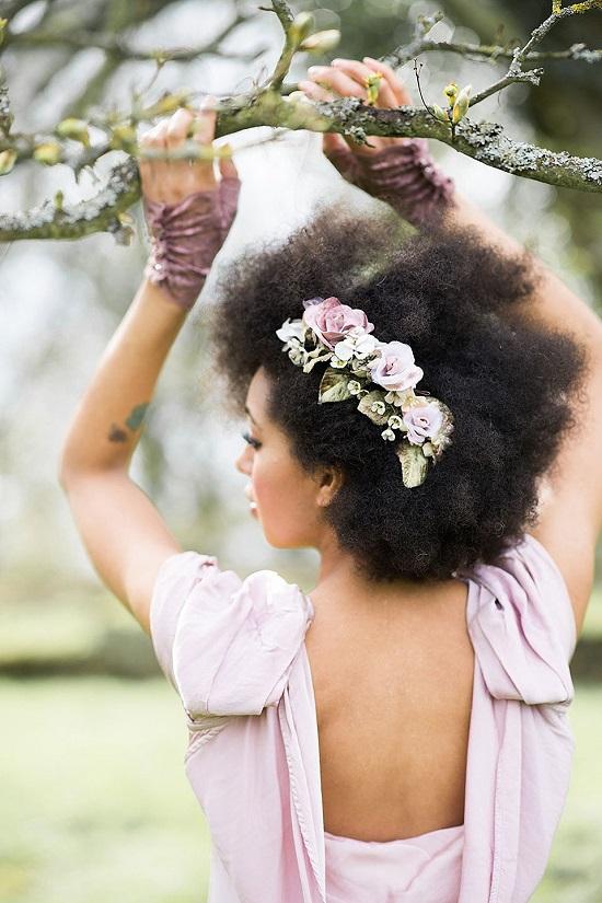 Como usar flores no cabelo